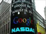 Bảng điện tử bên ngoài Sở Giao dịch chứng khoán NASDAQ ở New York chào đón Google vào ngày 19-8-2004