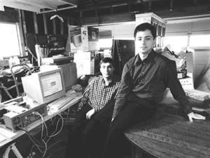 Larry Page và Sergey Brin thuê một khoảng trống trong gara ôtô ở Menlo Park làm văn phòng đầu tiên